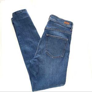 Sneak Peek High Rise Jeans size 5